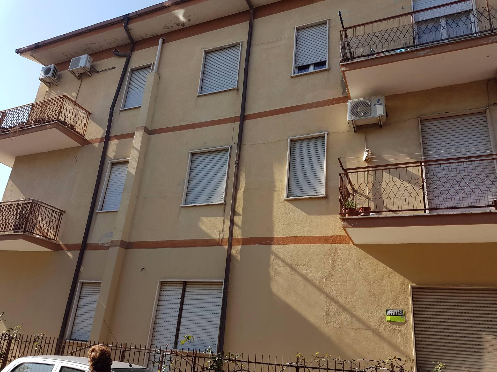 Appartamento in affitto a Guidonia Montecelio, 3 locali, zona Zona: Villanova, prezzo € 450   Cambio Casa.it