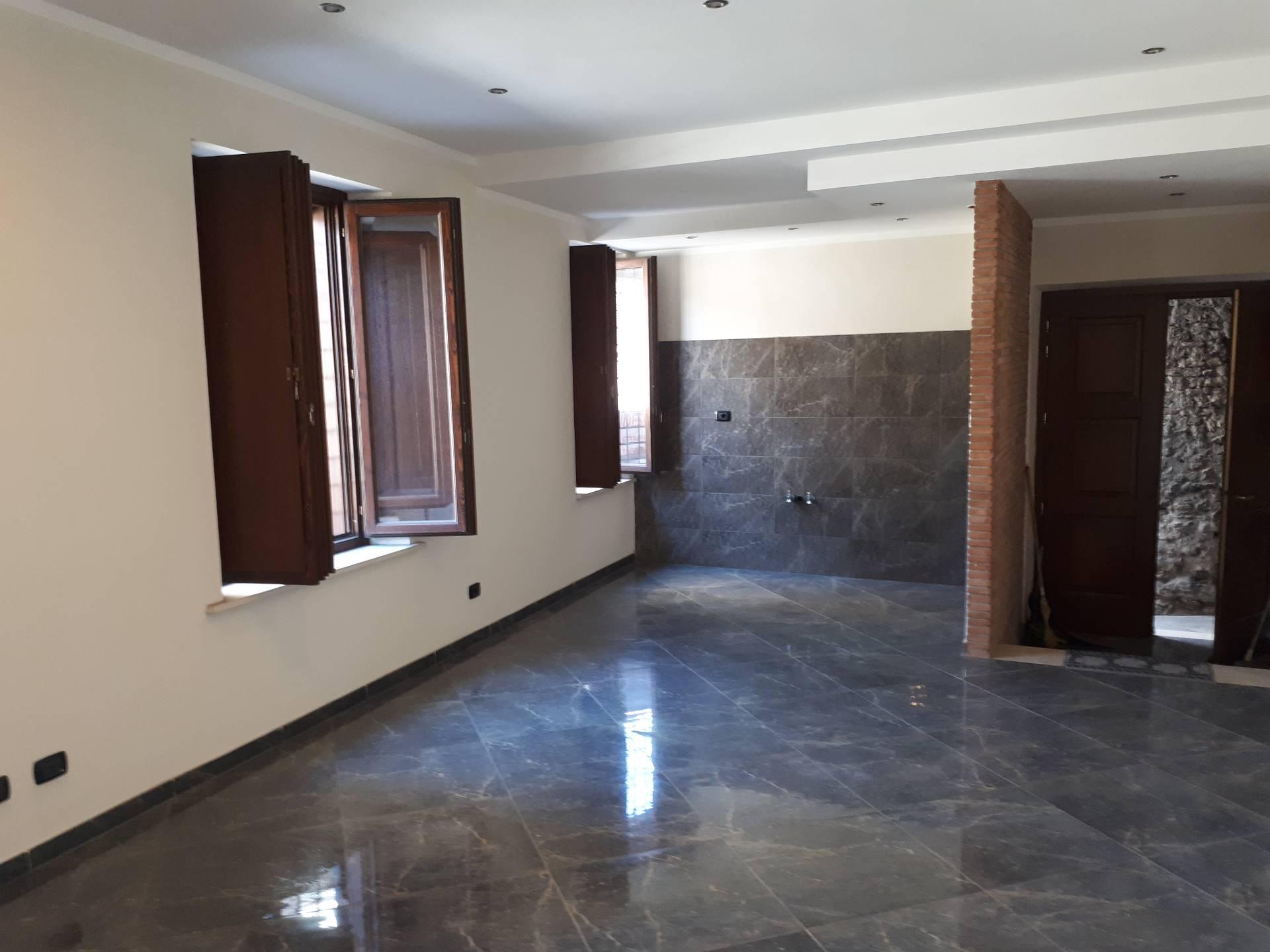 Appartamento in vendita a Tivoli, 4 locali, zona Località: Tivolicittà, prezzo € 200.000 | Cambio Casa.it