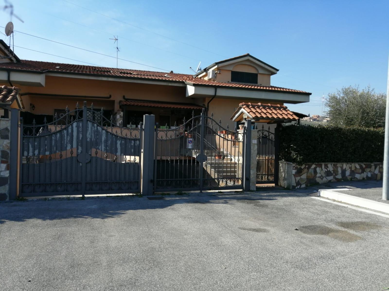 Villa in vendita a Guidonia Montecelio, 4 locali, zona Località: MarcoSimone, prezzo € 309.000 | CambioCasa.it
