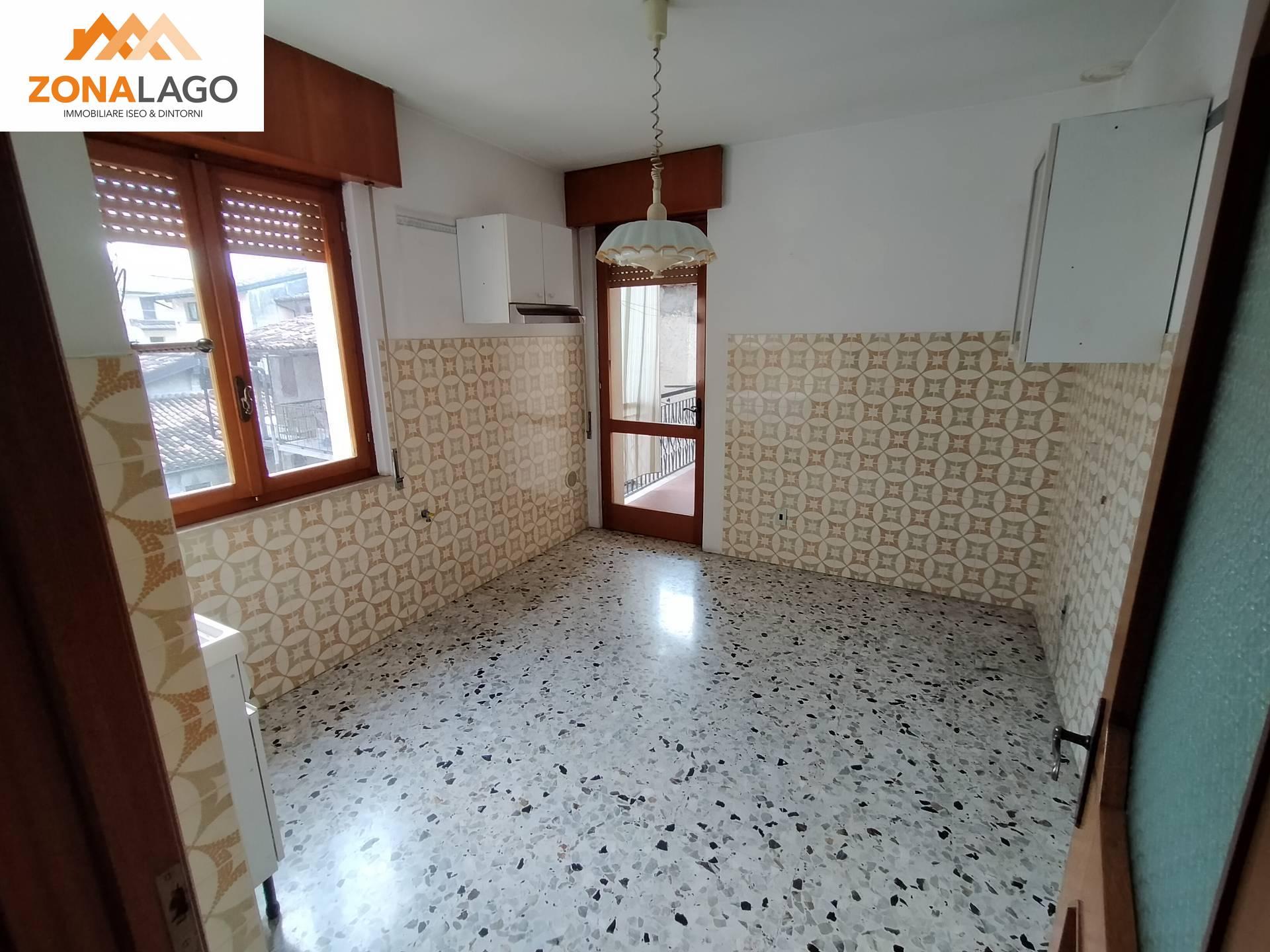 Appartamento in vendita a Marone, 5 locali, zona Località: Centro/centrostorico, prezzo € 98.000   PortaleAgenzieImmobiliari.it