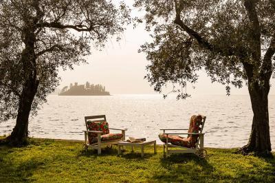 Villa a lago in Vendita a Marone