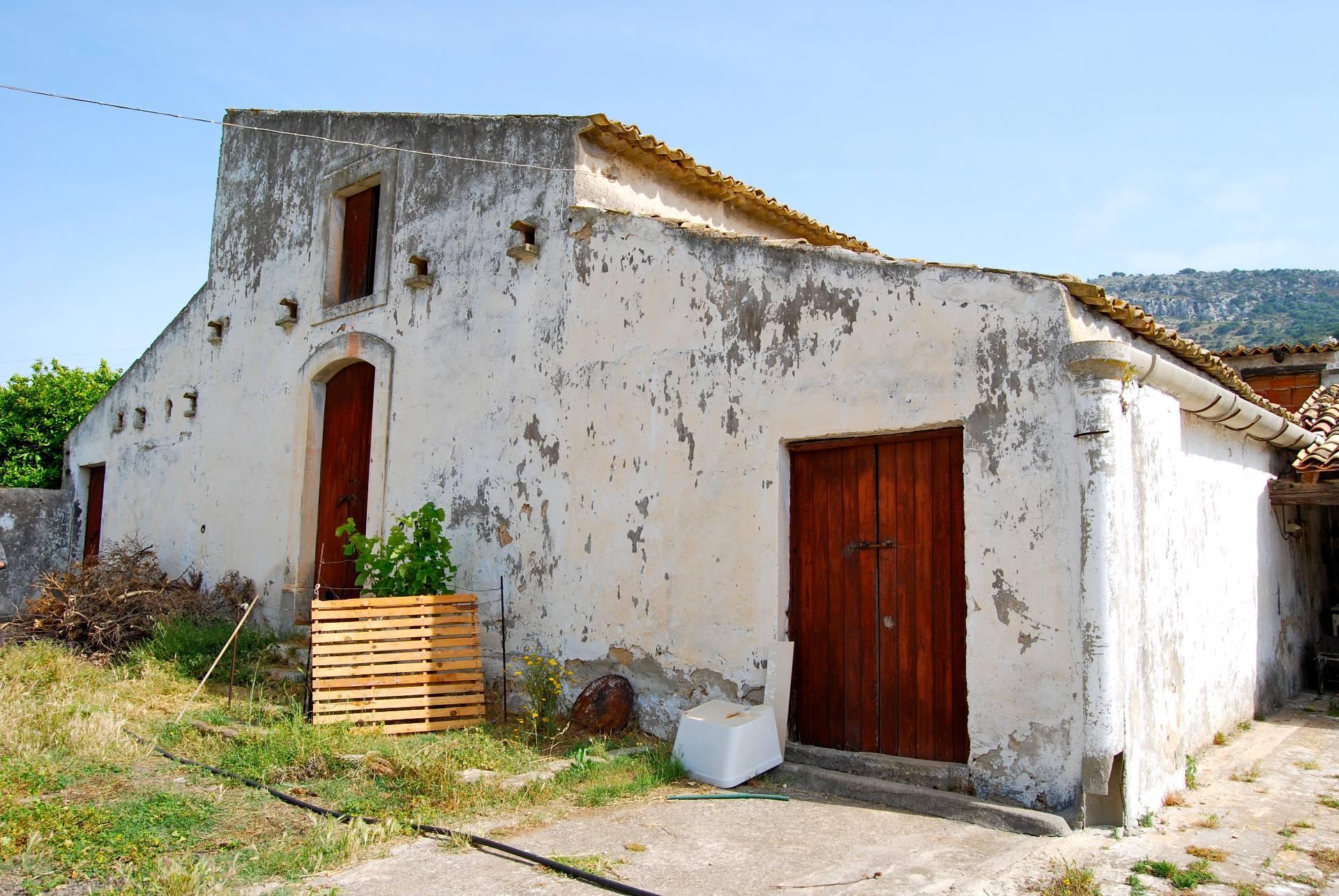 Rustico / Casale in Vendita a Priolo Gargallo
