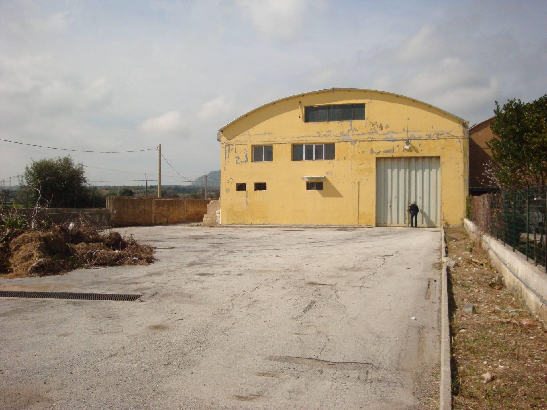 Capannone in affitto a Siracusa, 9999 locali, zona Località: Targia, Trattative riservate | Cambio Casa.it
