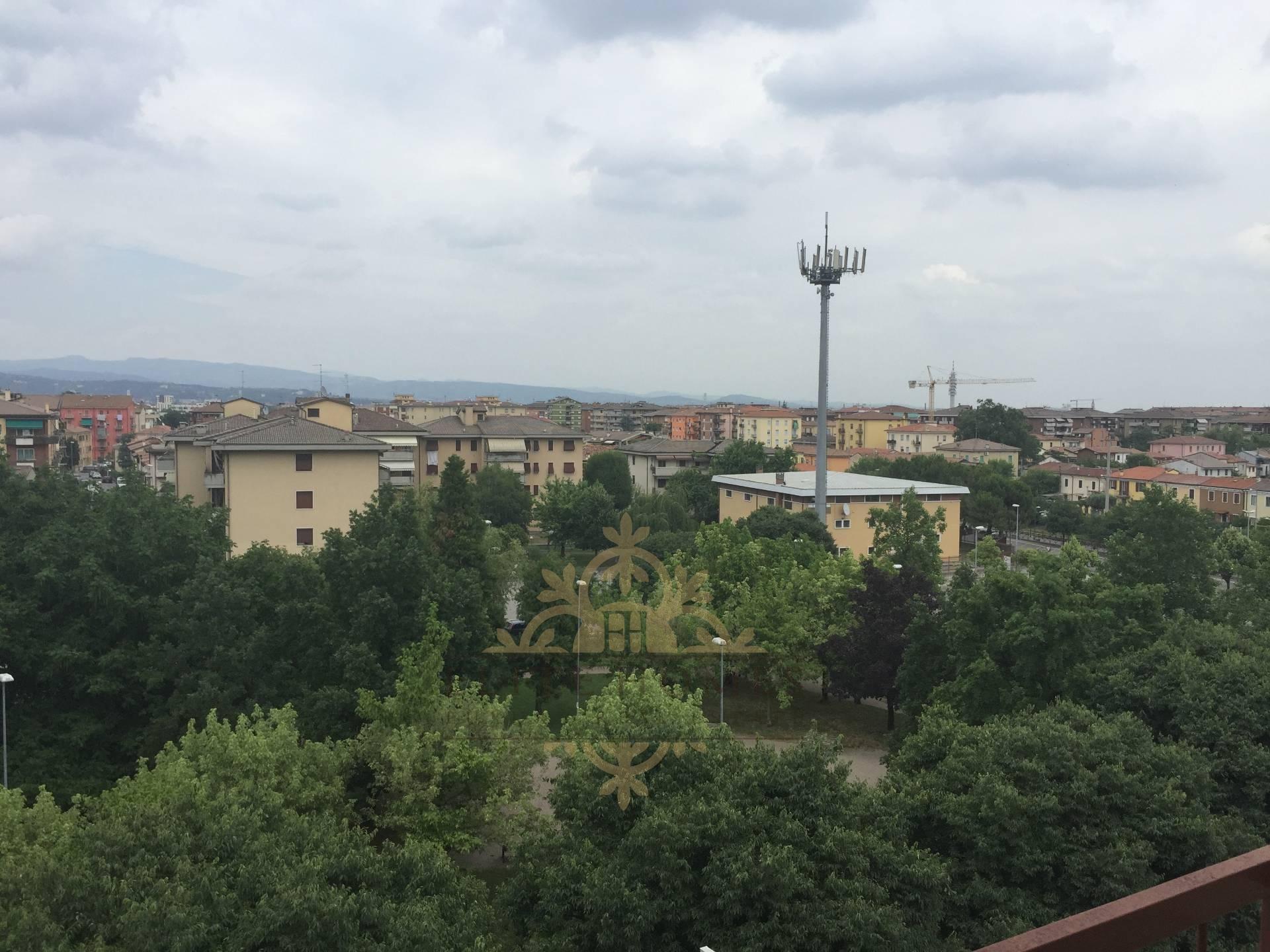 Appartamento in vendita a Verona, 4 locali, zona Località: S.Lucia, prezzo € 115.000   Cambio Casa.it