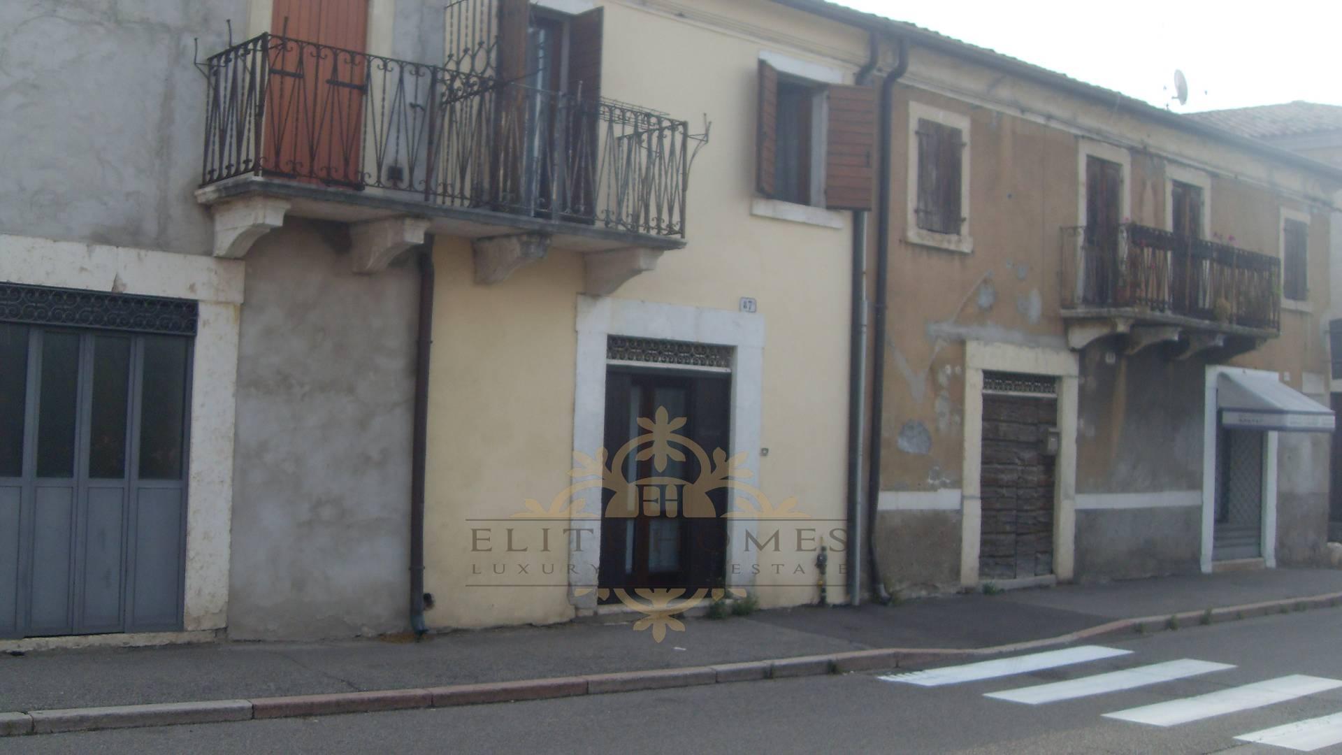Rustico / Casale in vendita a Verona, 4 locali, zona Località: SanMichele, prezzo € 130.000 | Cambio Casa.it