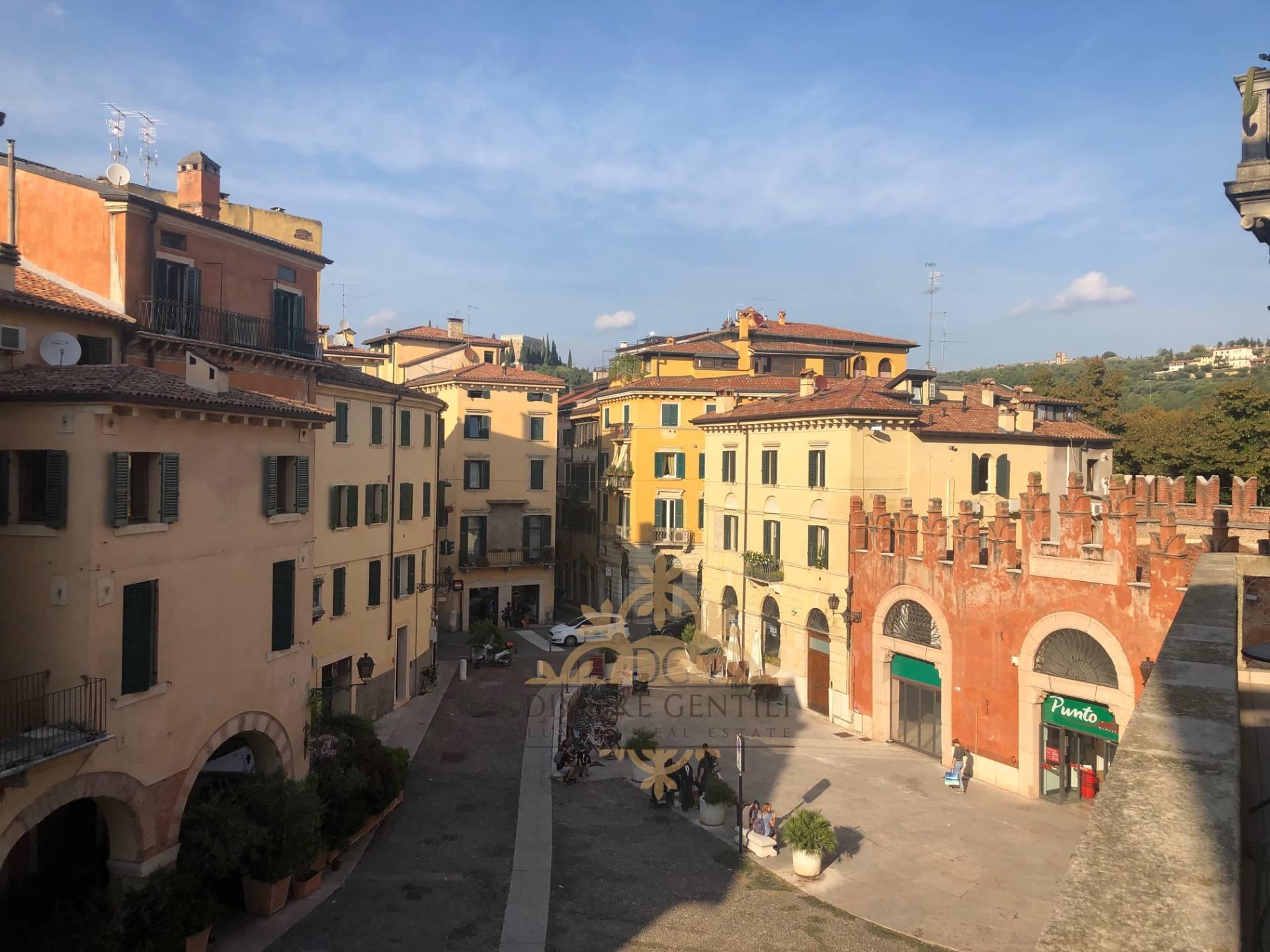 Appartamento in affitto a Verona, 4 locali, zona Località: Centrostorico, Trattative riservate | PortaleAgenzieImmobiliari.it