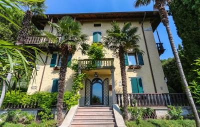 Villa for Sale to Torri del Benaco
