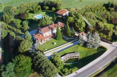 Villa in Vendita a Volta Mantovana