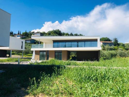 Villa in Vendita a Costermano