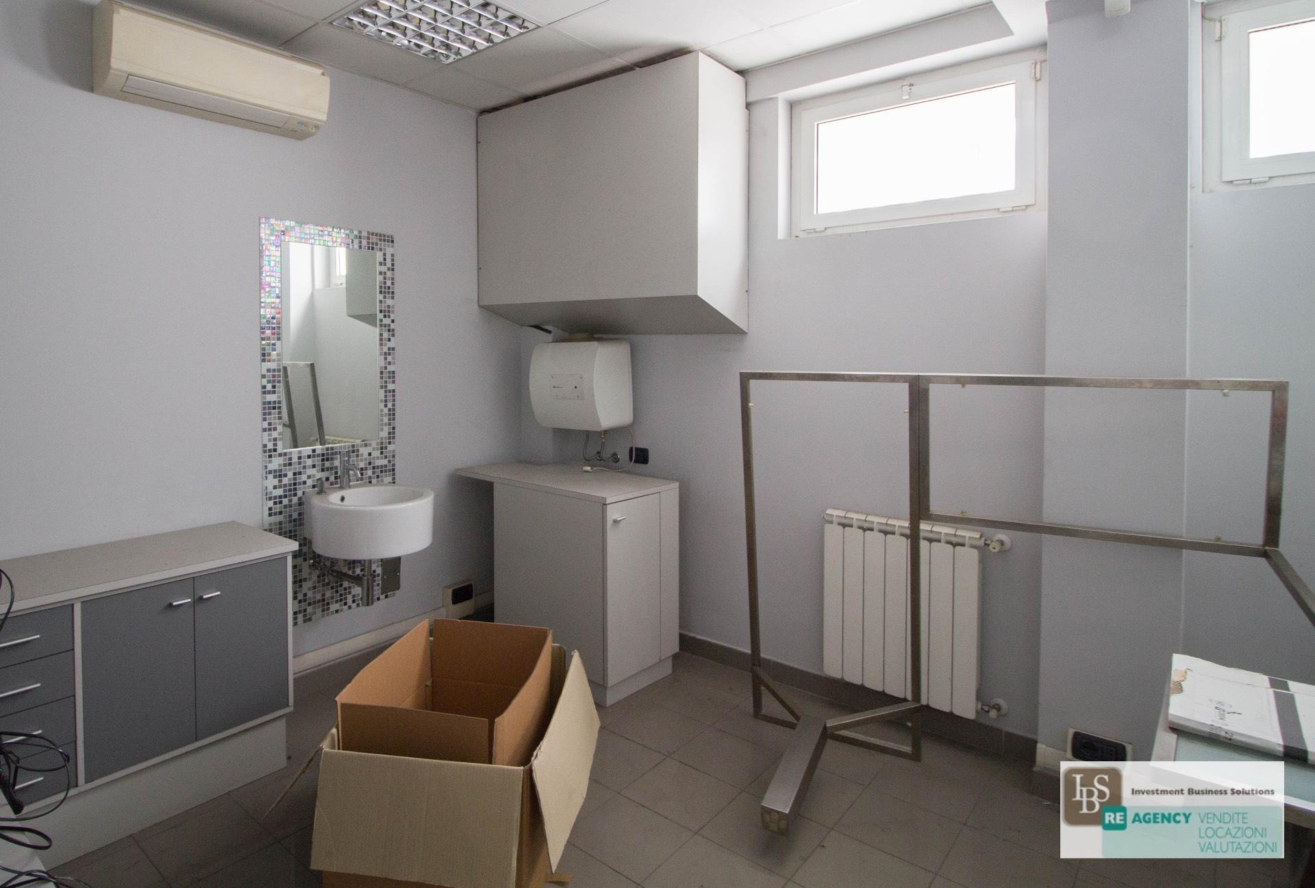 Ufficio studio in vendita a roma cod 68 corso francia for Vendita ufficio roma