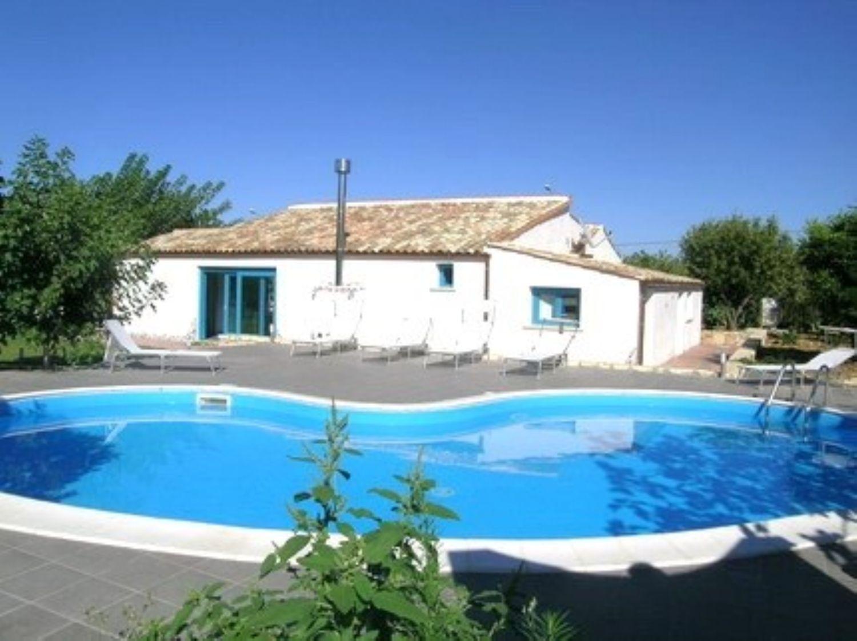 Villa in affitto a Castellammare del Golfo, 5 locali, prezzo € 8.000 | CambioCasa.it