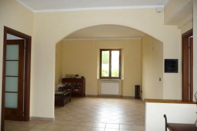 Appartamento in Vendita a Cerreto d'Esi