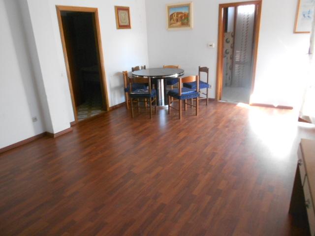 Appartamento in vendita a Porto Recanati, 6 locali, zona Località: QuartiereNord-Scossicci, prezzo € 105.000 | Cambio Casa.it