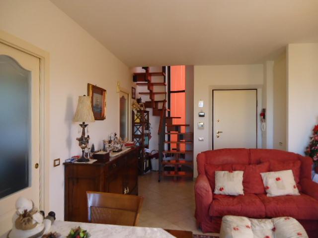 Appartamento in vendita a Loreto, 5 locali, prezzo € 298.000 | CambioCasa.it