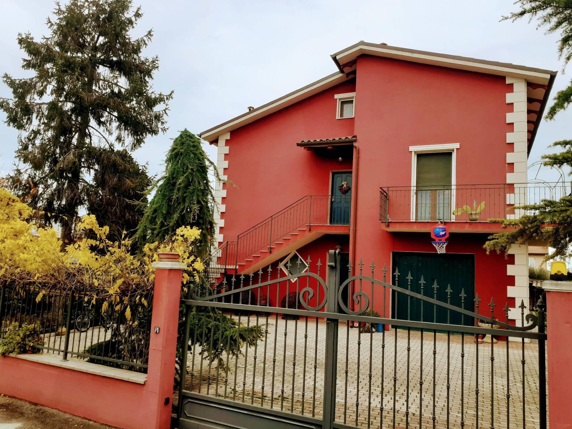 Soluzione Indipendente in vendita a Loreto, 14 locali, prezzo € 420.000 | CambioCasa.it