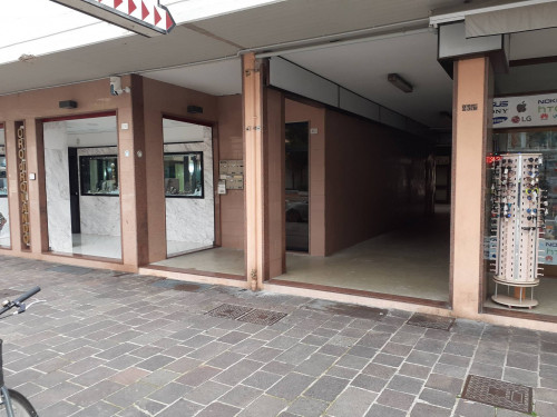 Locale commerciale in Vendita a Porto Recanati