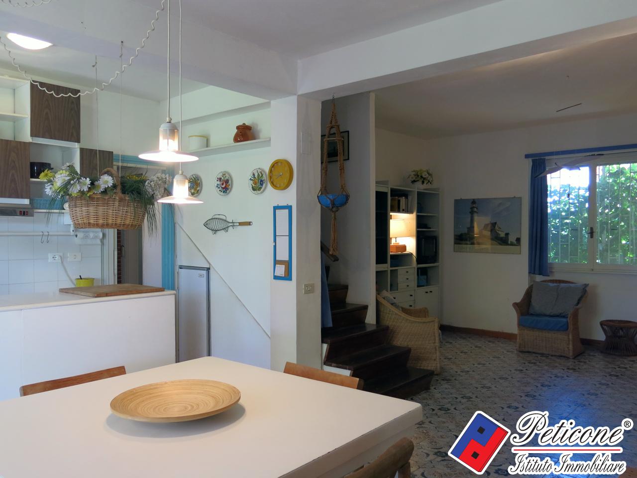 Villa in affitto a Fondi, 6 locali, zona Località: MarinadiFondi, Trattative riservate | PortaleAgenzieImmobiliari.it