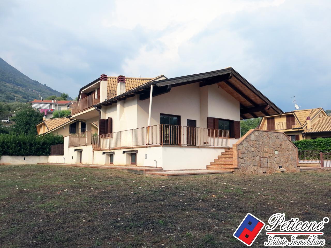 vendita villa lenola valle san bernardo  300000 euro  6 locali  310 mq