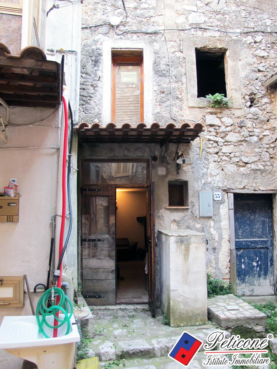 Bilocale vendita lenola via sanuario del colle for Planimetrie 1 livello