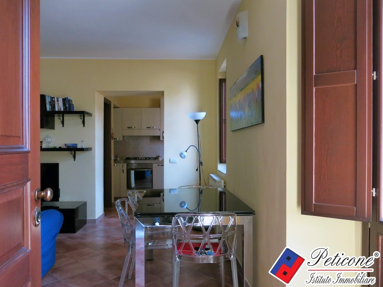 vendita appartamento fondi centro storico  220000 euro  4 locali  90 mq