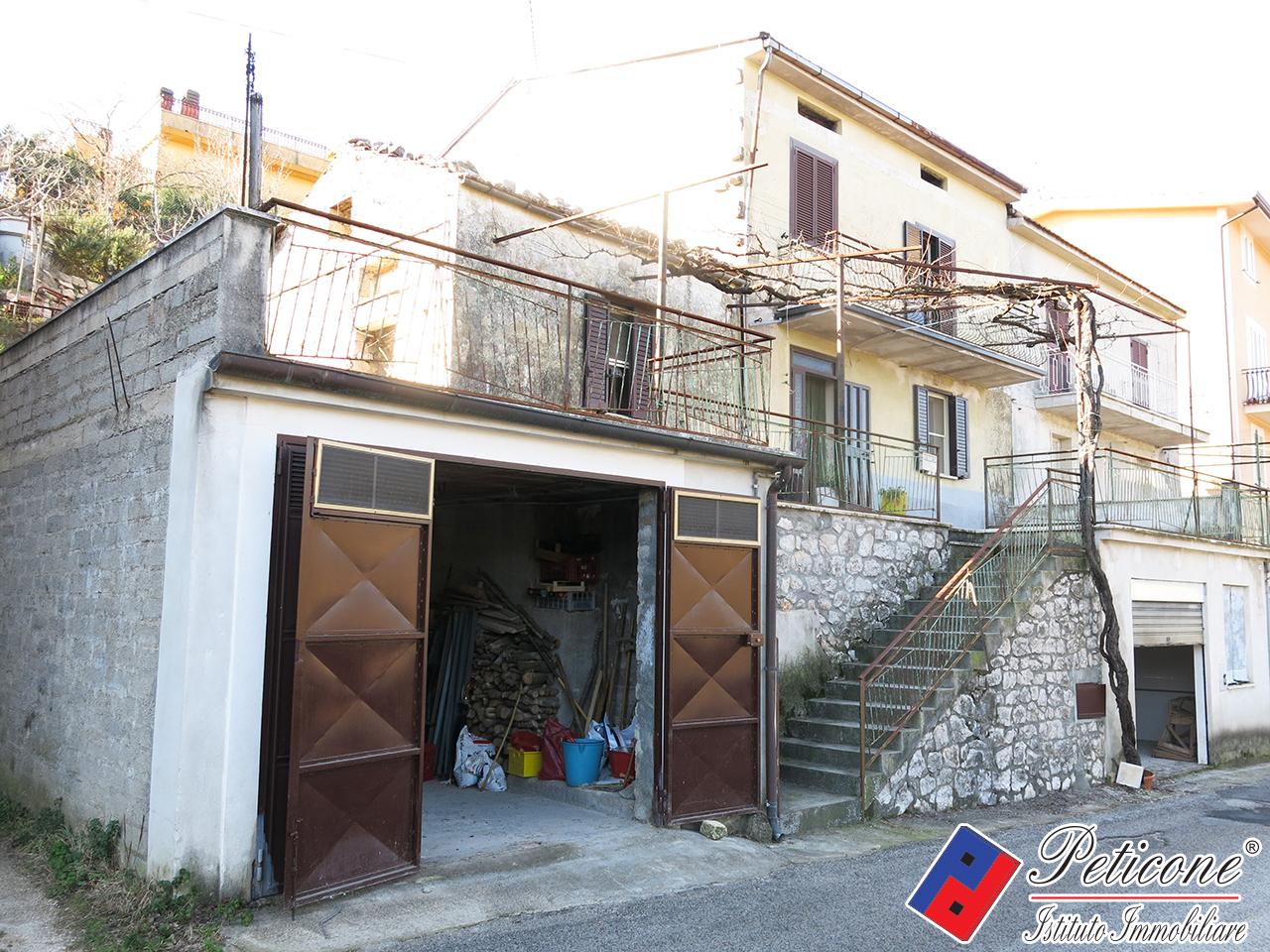 Appartamento in vendita a Lenola, 5 locali, zona Località: Centro, prezzo € 120.000 | PortaleAgenzieImmobiliari.it