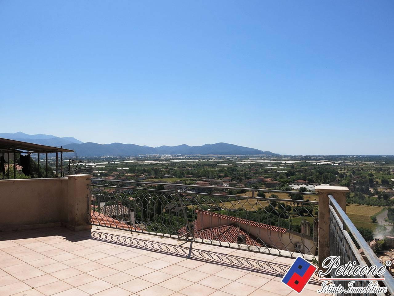 Appartamento in vendita a Monte San Biagio, 6 locali, zona Località: Centro, prezzo € 120.000   PortaleAgenzieImmobiliari.it