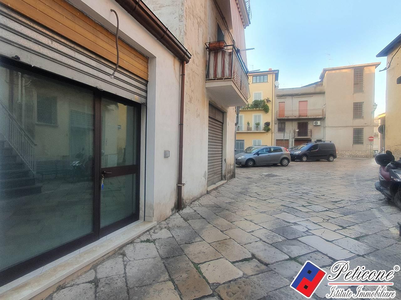 Negozio / Locale in affitto a Fondi, 9999 locali, zona Località: Centrostorico, prezzo € 350   CambioCasa.it
