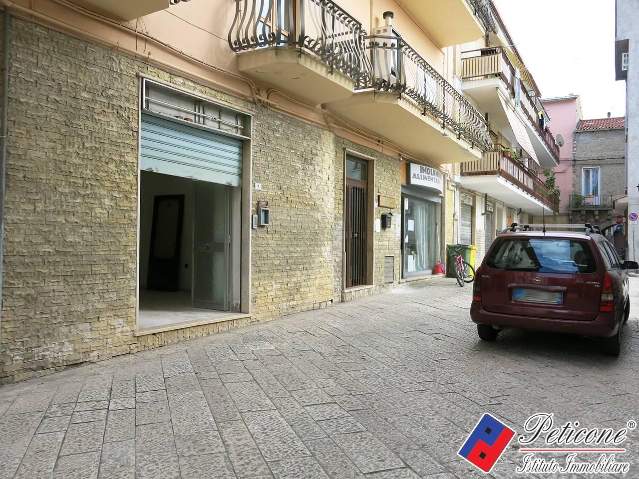 Negozio / Locale in affitto a Fondi, 9999 locali, zona Località: Centro, prezzo € 500   CambioCasa.it