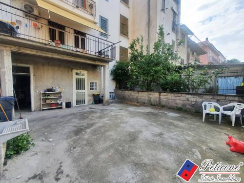 Appartamento / Locale con corte esterna esclusiva
