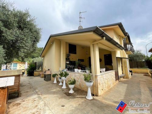 Villa in zona semicentrale a Fondi