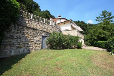 Porz. Villa Bifamiliare in Vendita