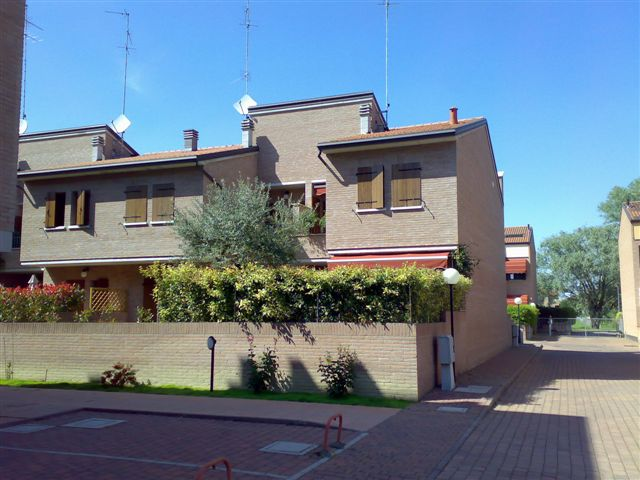 Soluzione Indipendente in affitto a Ferrara, 5 locali, zona Località: FuoriMura-ZonaEst, prezzo € 1.200 | Cambio Casa.it