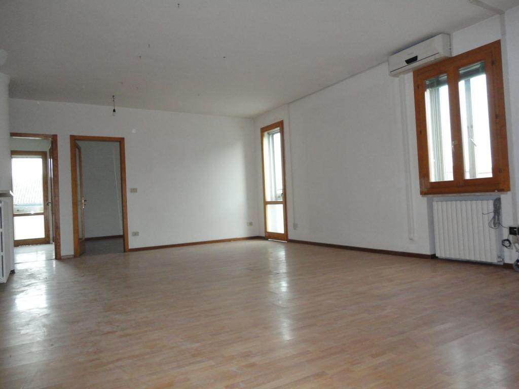 Ufficio / Studio in affitto a Ferrara, 9999 locali, zona Località: FuoriMura-ZonaSud, prezzo € 1.100 | Cambio Casa.it