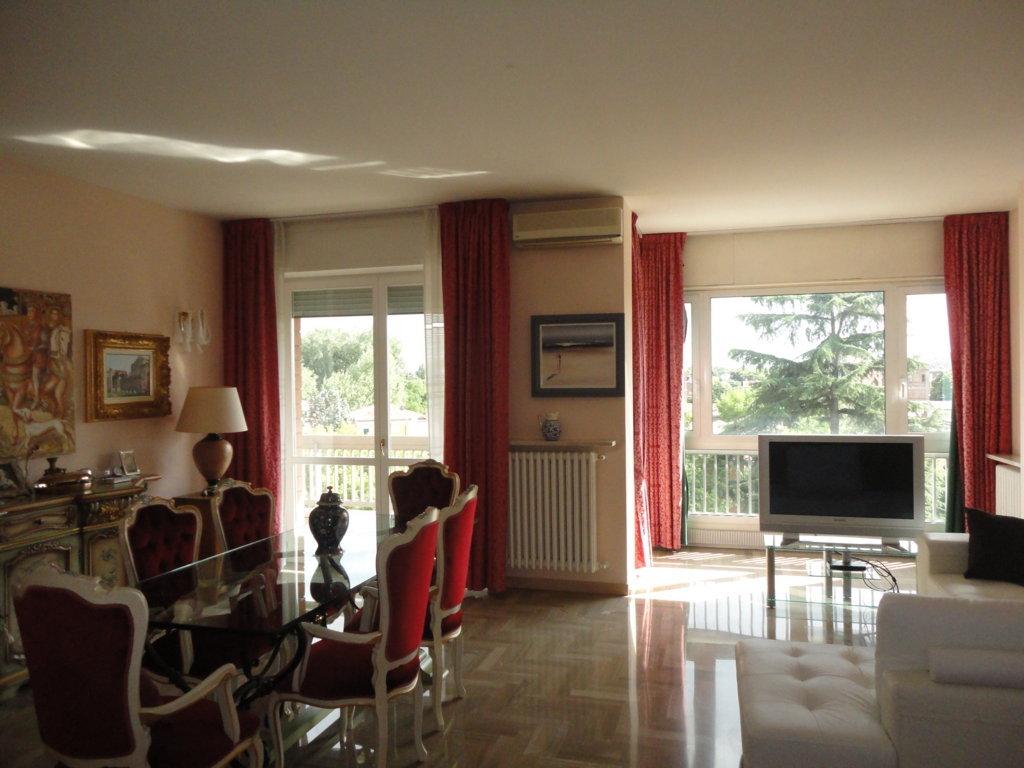Appartamento in vendita a Ferrara, 5 locali, zona Località: Centrostorico, prezzo € 340.000 | Cambio Casa.it