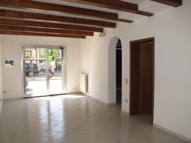 Negozio / Locale in affitto a Masi Torello, 9999 locali, prezzo € 400 | Cambio Casa.it
