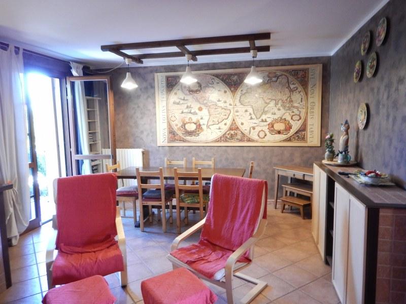 Soluzione Indipendente in vendita a Ferrara, 5 locali, zona Zona: Correggio, prezzo € 160.000 | Cambio Casa.it
