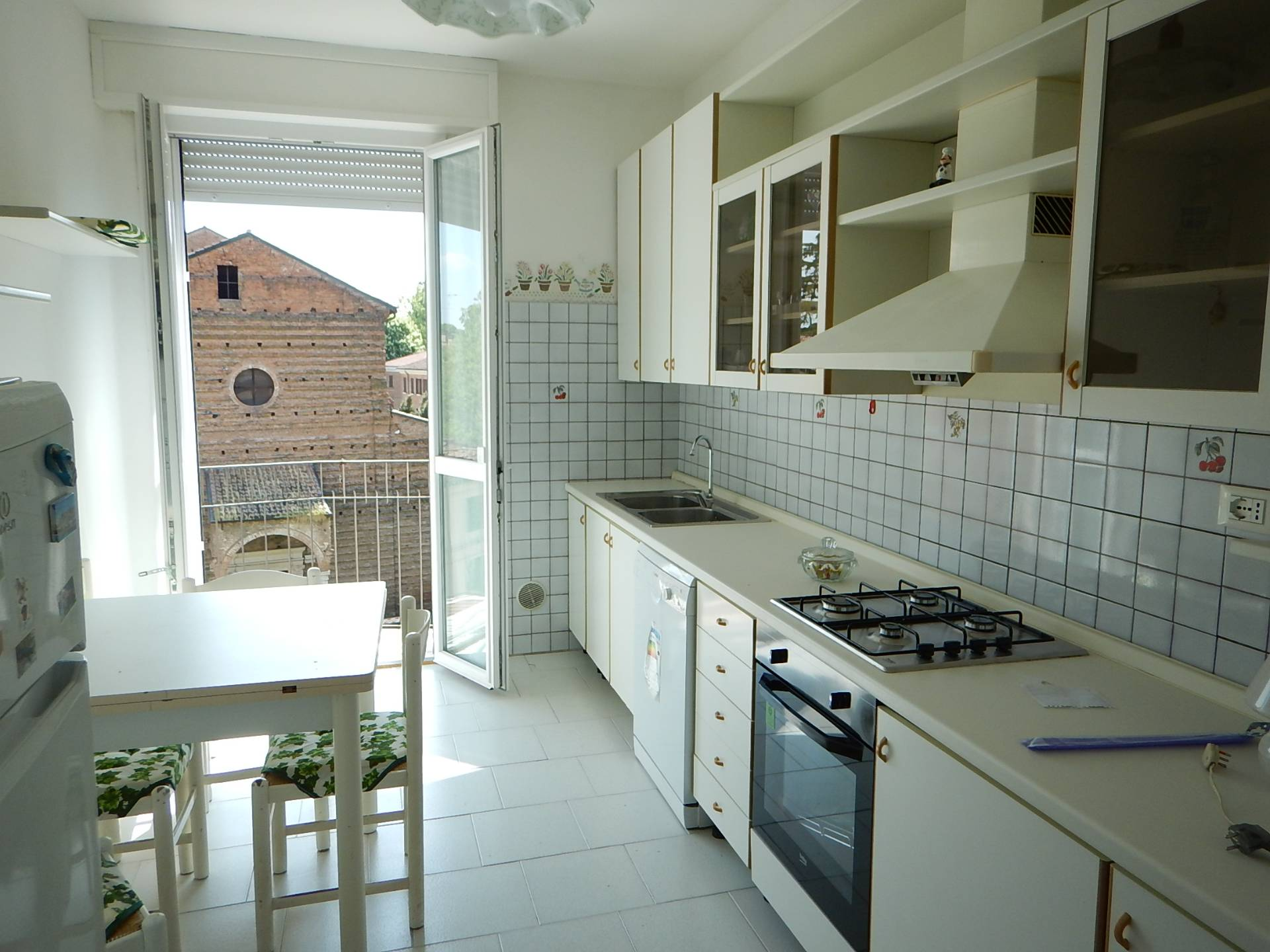 Appartamento in affitto a Ferrara, 5 locali, zona Località: Centrostorico, prezzo € 700 | Cambio Casa.it
