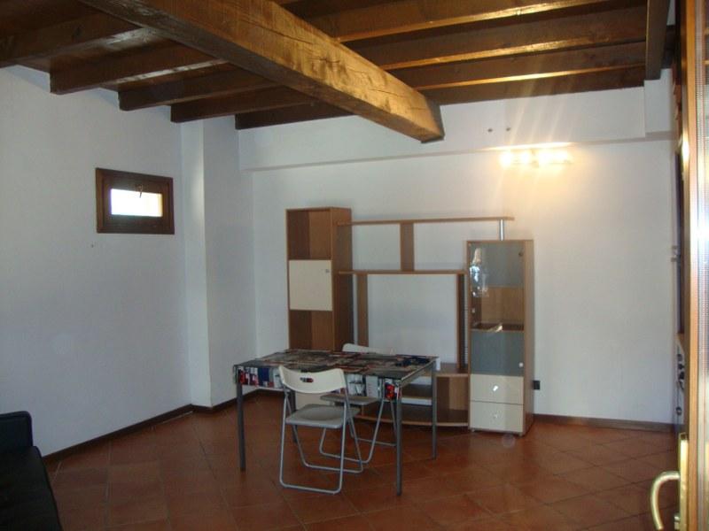 Soluzione Indipendente in affitto a Ferrara, 2 locali, zona Località: FuoriMura-ZonaEst, prezzo € 500 | Cambio Casa.it