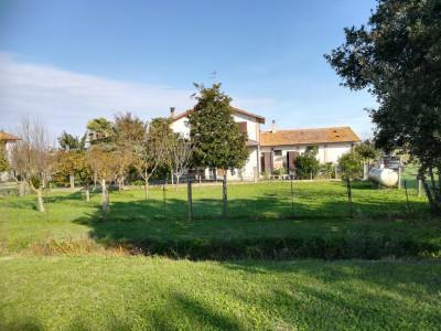 Casa / Villa / Villetta in Vendita a Mesola