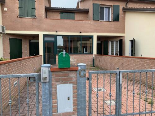 Casa / Villa / Villetta in Affitto a Ferrara