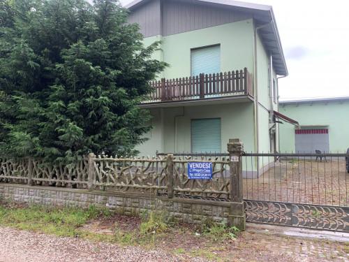 Casa / Villa / Villetta in Vendita a Cento