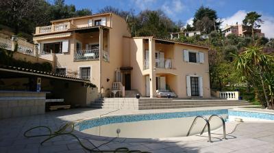 Villa in Vendita a Menton