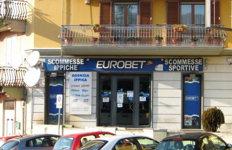 Negozio / Locale in vendita a Sirignano, 9999 locali, prezzo € 280.000 | CambioCasa.it