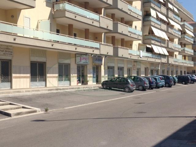 Negozio / Locale in affitto a San Nicola la Strada, 9999 locali, zona Località: L.DaVinci, prezzo € 700 | CambioCasa.it