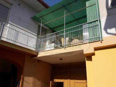 Appartamento in vendita a Recale, 3 locali, prezzo € 55.000   Cambio Casa.it