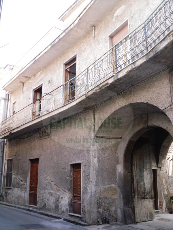 Soluzione Semindipendente in vendita a Cimitile, 3 locali, prezzo € 45.000 | Cambio Casa.it