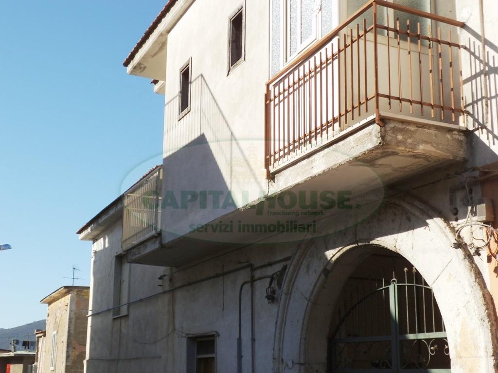 Appartamento in vendita a Avella, 3 locali, prezzo € 33.000   CambioCasa.it