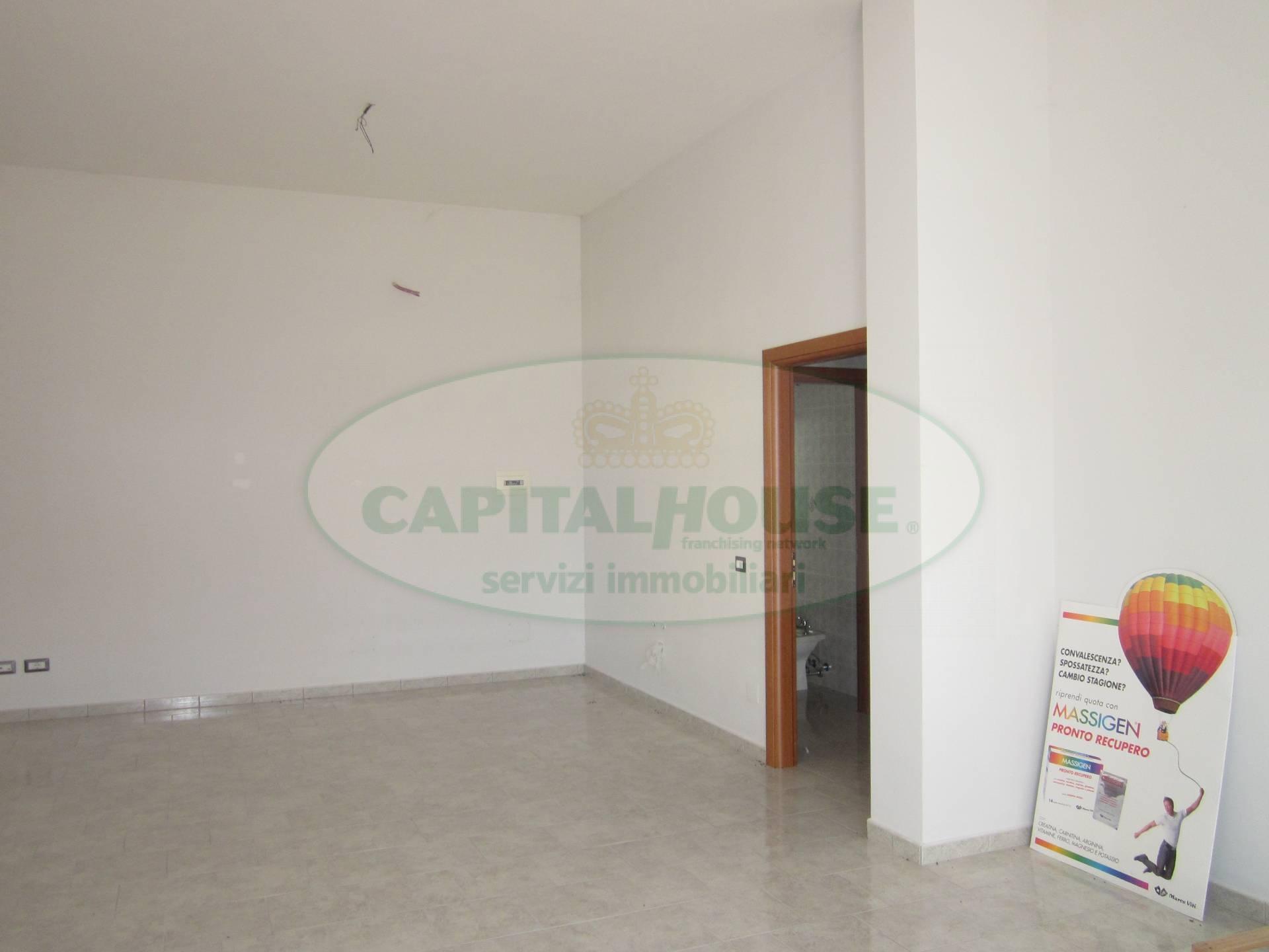 Negozio / Locale in affitto a San Nicola la Strada, 9999 locali, prezzo € 500 | Cambio Casa.it