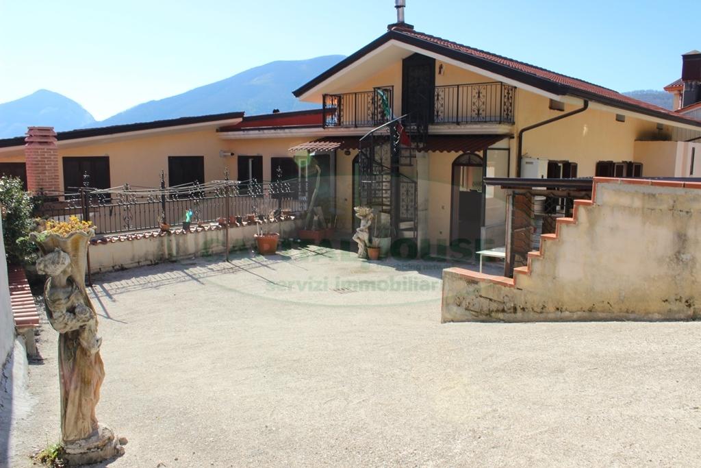 Soluzione Indipendente in vendita a Monteforte Irpino, 5 locali, zona Località: Nazionale, prezzo € 160.000   Cambio Casa.it