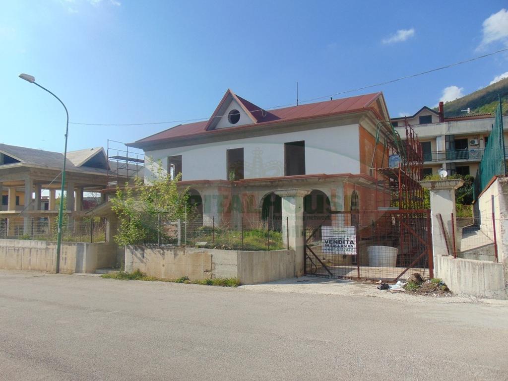 Villa in vendita a Sirignano, 10 locali, prezzo € 370.000 | Cambio Casa.it